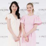 戸田恵梨香&アマンダ・サイフリッド 美の共演「透明感溢れる美しさの秘話」を語る。
